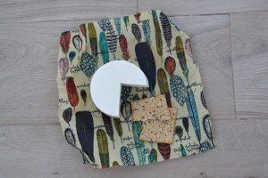 Queso y pan en envoltorio ecológico y natural alpispa